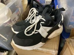 NIKE Men's Air Zoom Tennis Shoe Size 9 Black & white with st
